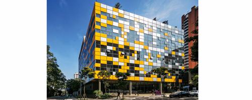 Cubo colorido é novidade na sofrida avenida Rebouças
