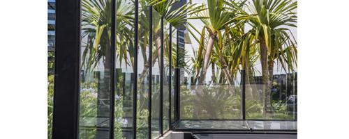 Cuidados com instalação de vidro laminado com borda exposta